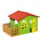 Žalias vaikiškas namelis su tvorele ir pavėsine
