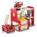 VIGA medinė gaisrininkų stotis ir gaisrinės mašina